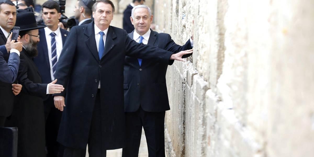 Ao lado de Netanyahu, Bolsonaro visita Muro das Lamentações