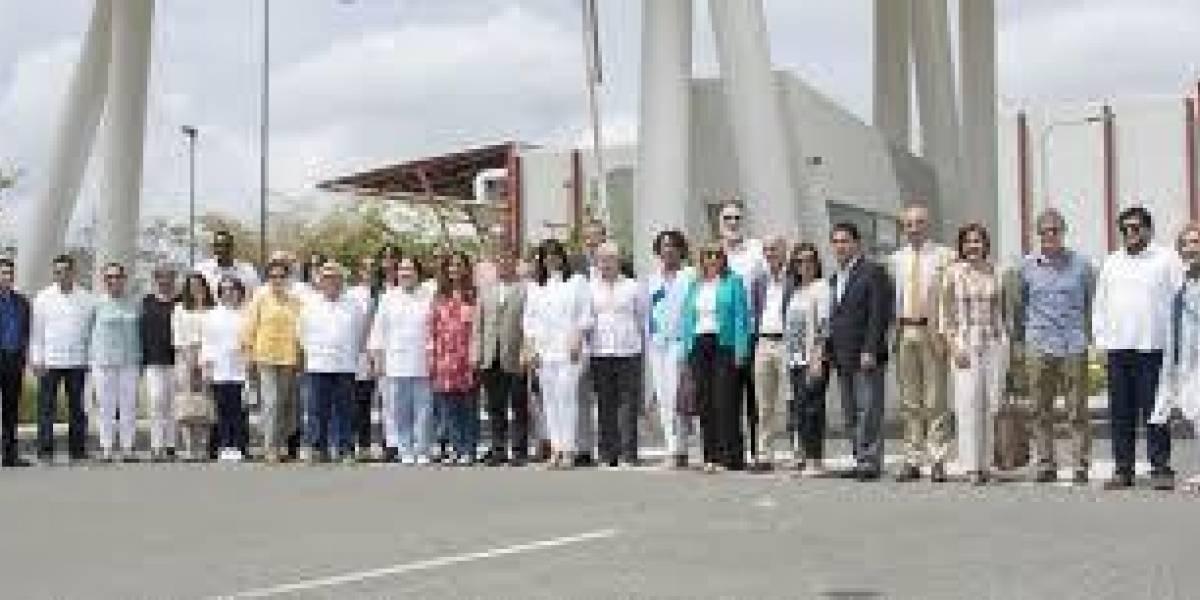 """Diplomáticos vistan instalaciones """"Pinewood Dominican"""""""