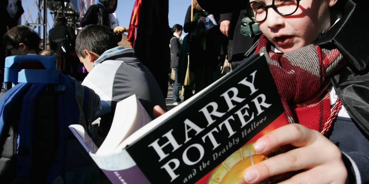 Sacerdotes católicos queman libros de Harry Potter en Polonia