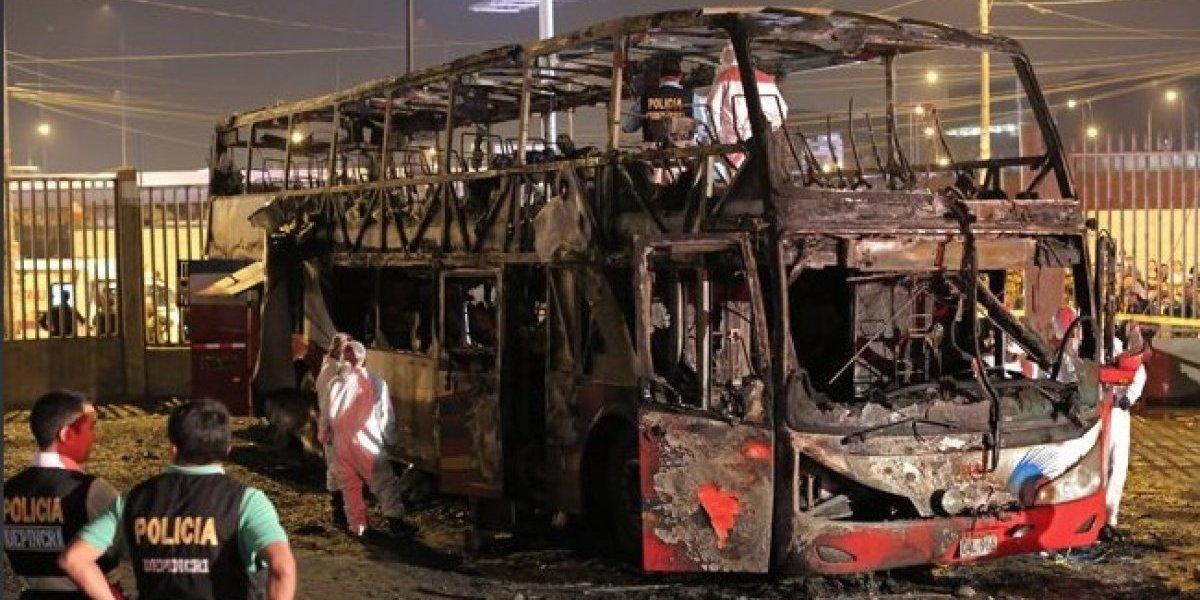 Perú: Veinte personas murieron en incendio de bus