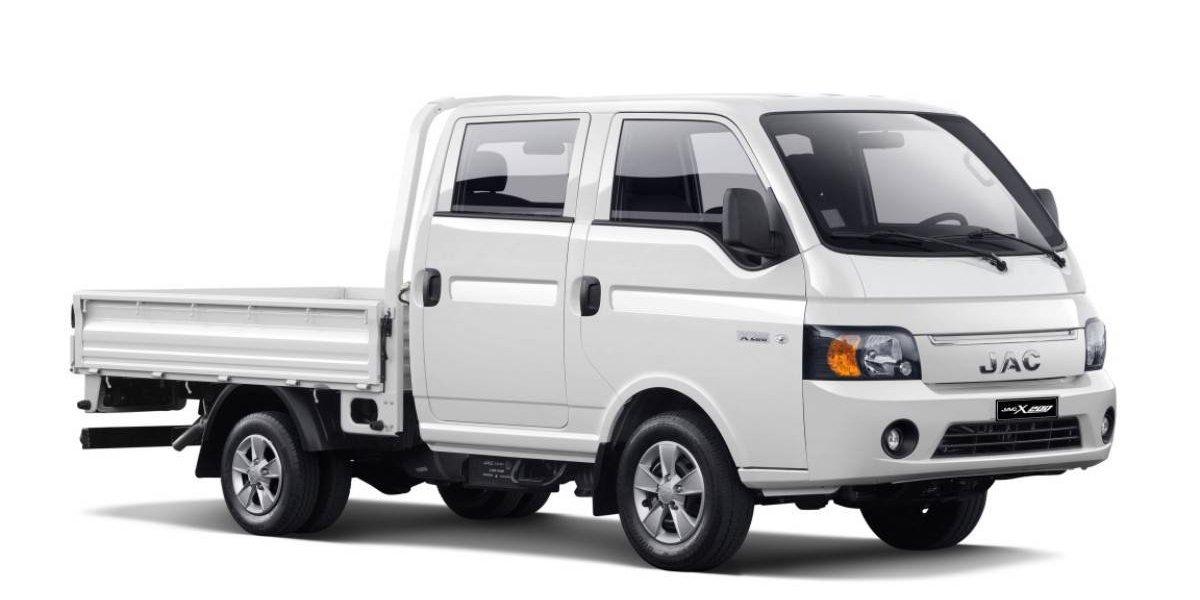 JAC suma más opciones livianas con el X200 doble cabina