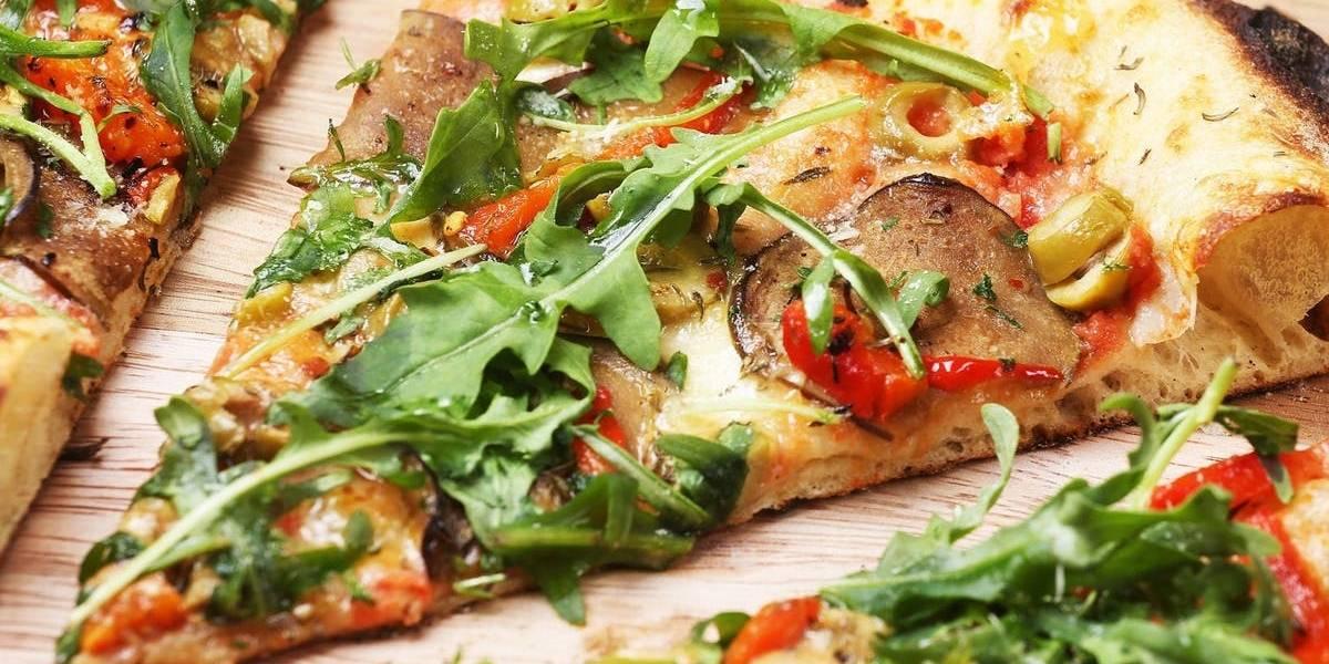 Parece chiste, pero no: multimillonarios nigerianos están ordenando pizza a Londres para que se las lleven en avión