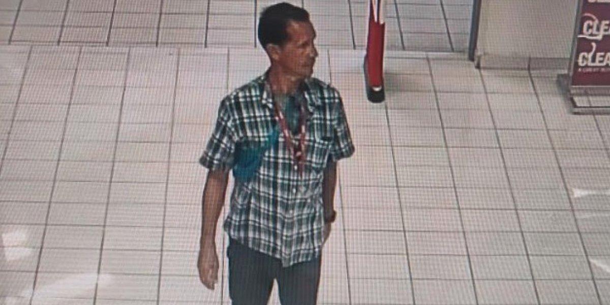 Buscan a este hombre por robo en megatienda de Bayamón