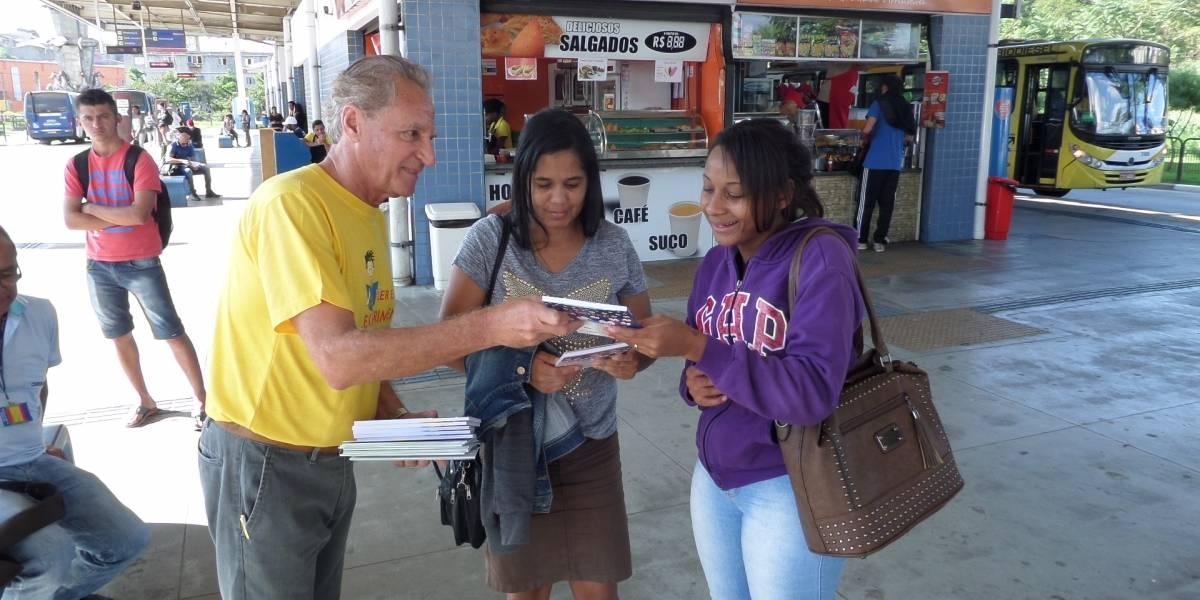 'Viajando na Leitura': Estação São Paulo-Morumbi do metrô tem distribuição gratuita de livros