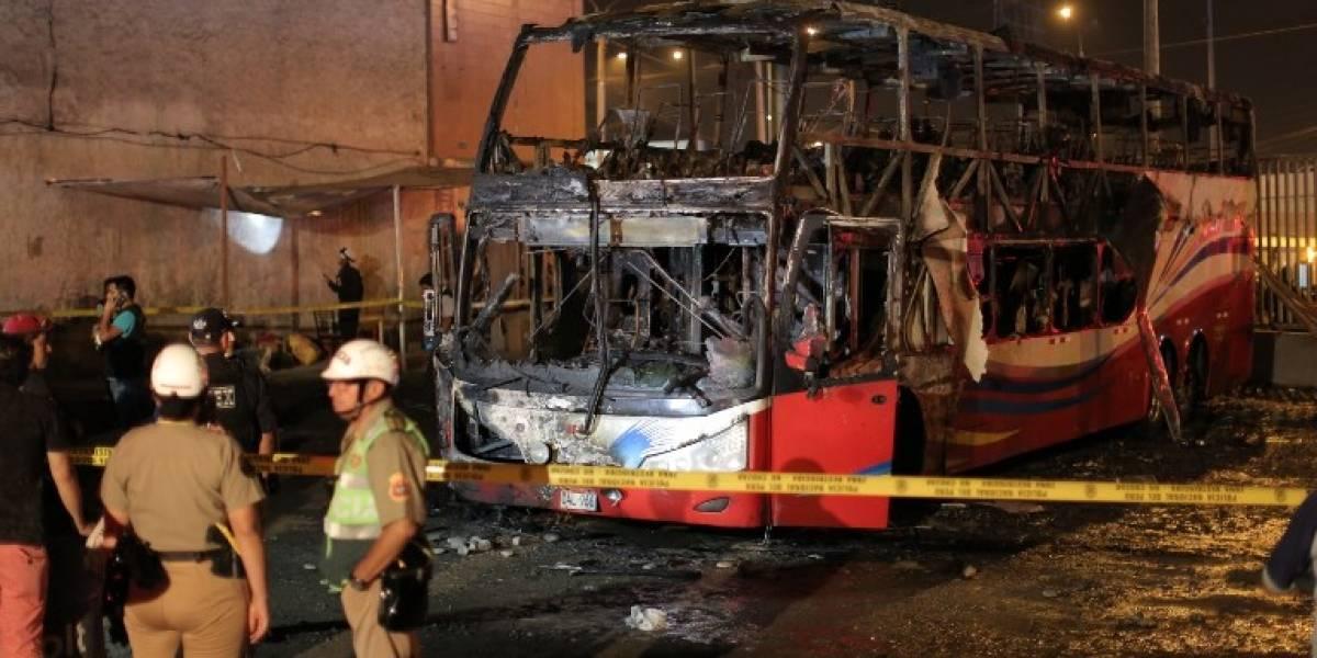 VIDEO. Incendio en autobús deja 17 muertos en Perú