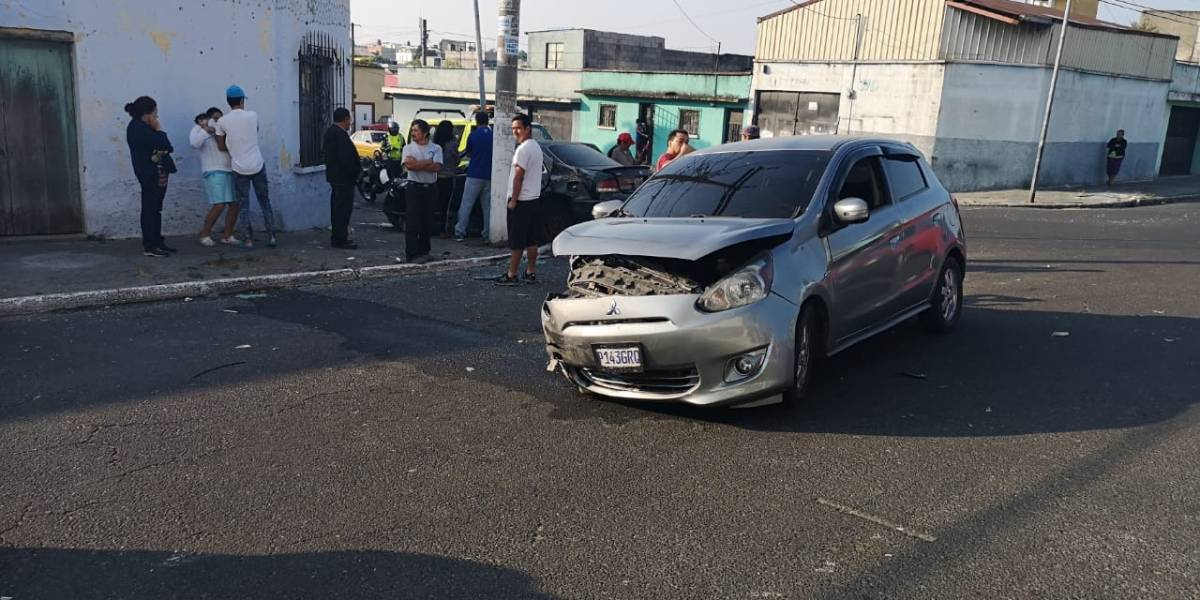 Ocho heridos tras accidente de tránsito en zona 12