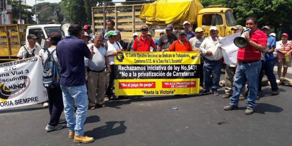 Trabajadores de Caminos bloquean varias carreteras en rechazo a iniciativa de ley