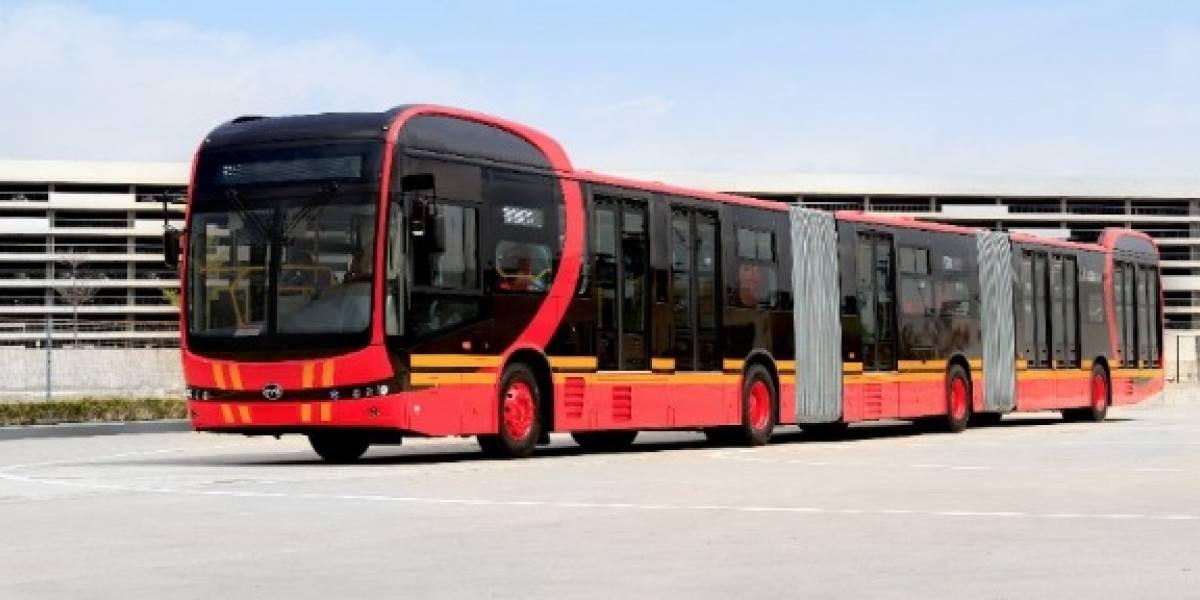 """VIDEO: el """"bus más grande de los eléctricos"""" que rodaría por las troncales de TransMilenio"""