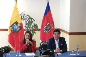 Paola Pabón y Jorge Yunda en su primera reunión protocolar