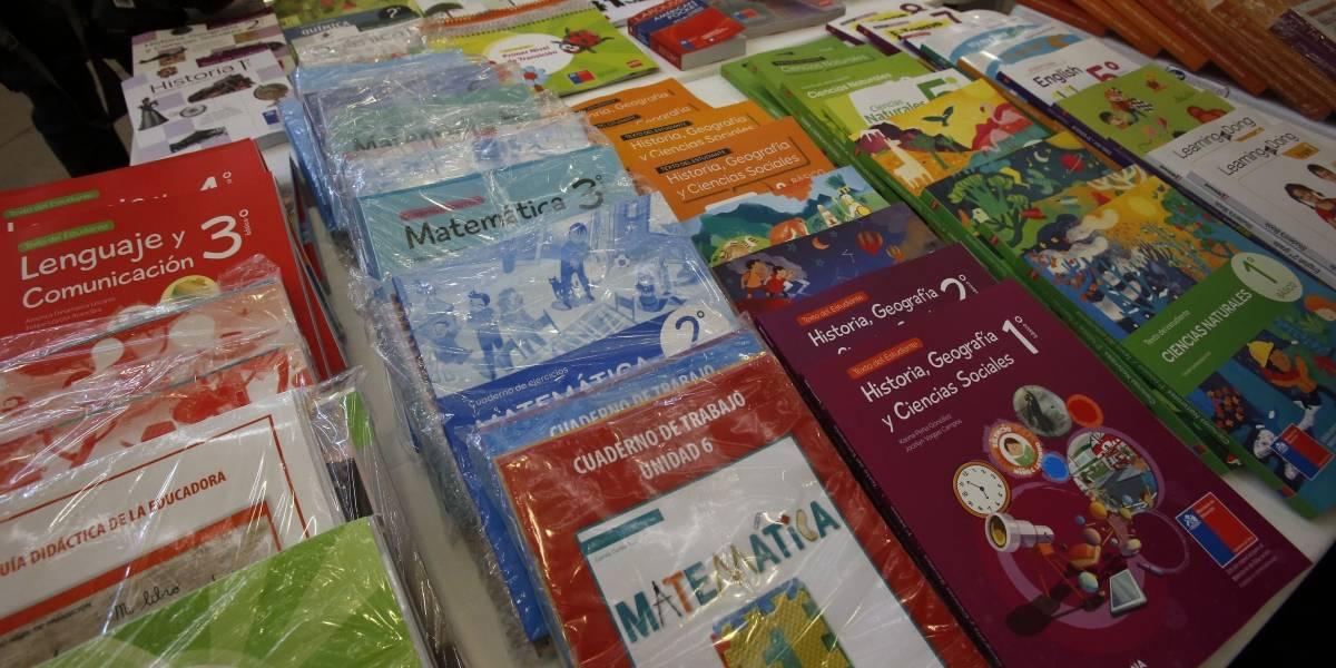 Mercado de textos escolares: FNE afirma que $87 mil se podría ahorrar cada familia si se aplican medidas para mejorar la competencia