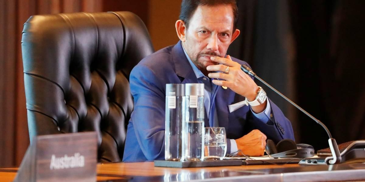 Lei no Brunei que pune gays com pena de morte por apedrejamento entra em vigor