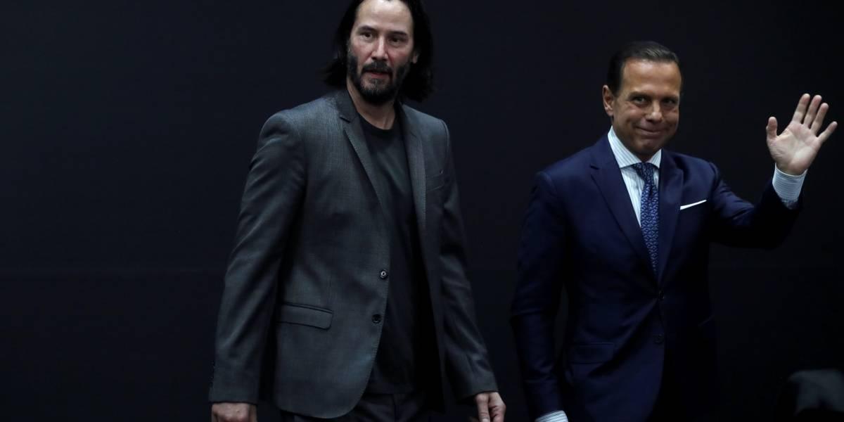 O que Keanu Reeves estava fazendo com João Doria em SP?