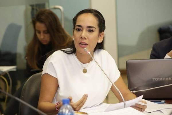 Bajar el costo de maestrías en Ecuador se debate en la Asamblea Nacional