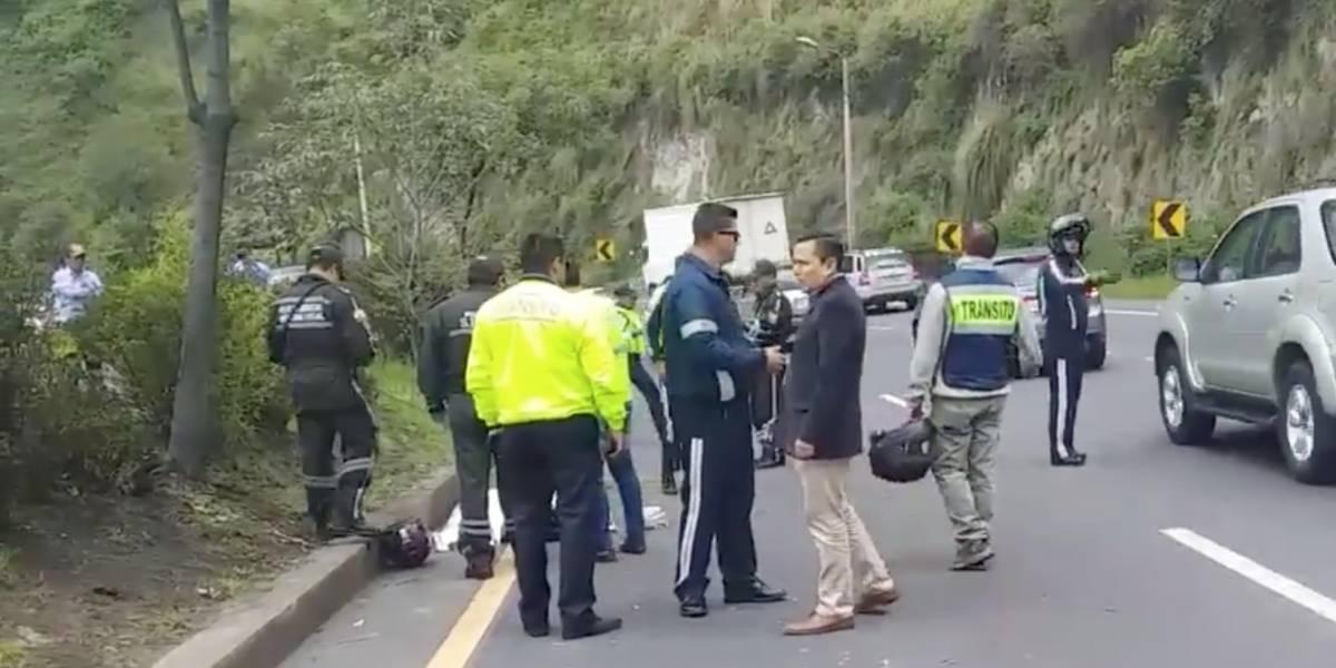 Un agente civil de tránsito se accidentó y murió en la Simón Bolívar