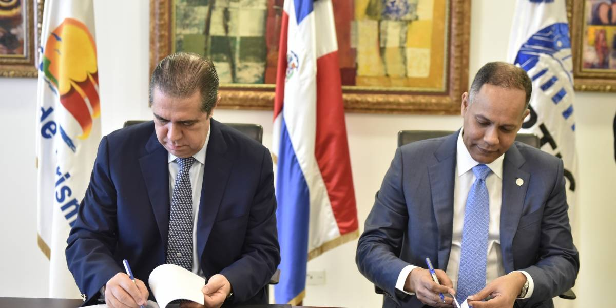 Mitur y OPTIC firman acuerdo para uso de línea *462 para obtener información sobre servicios turístico