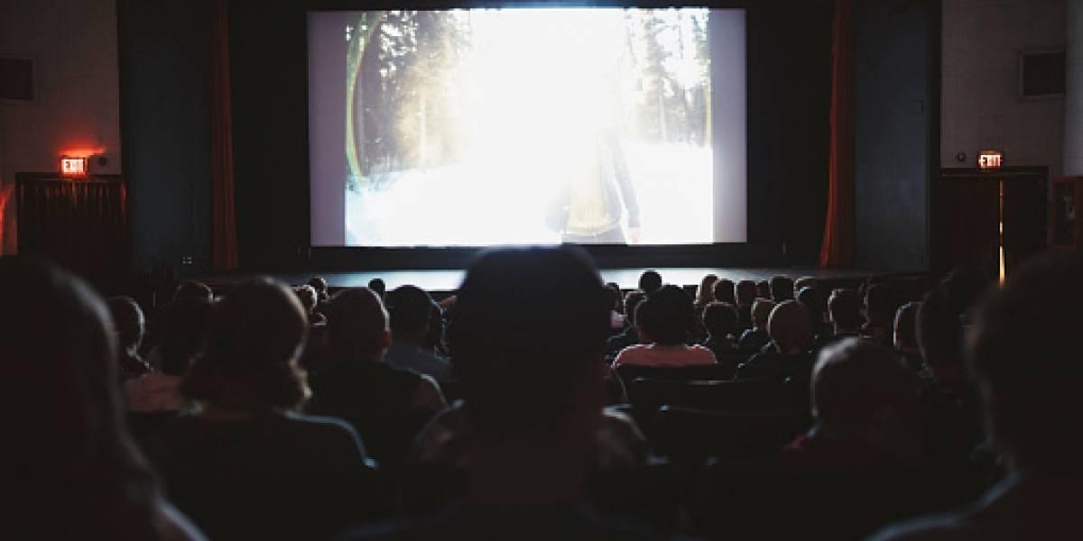 """Apuñaló a un hombre en el cine """"por patearle el asiento"""" mientras veía una película"""