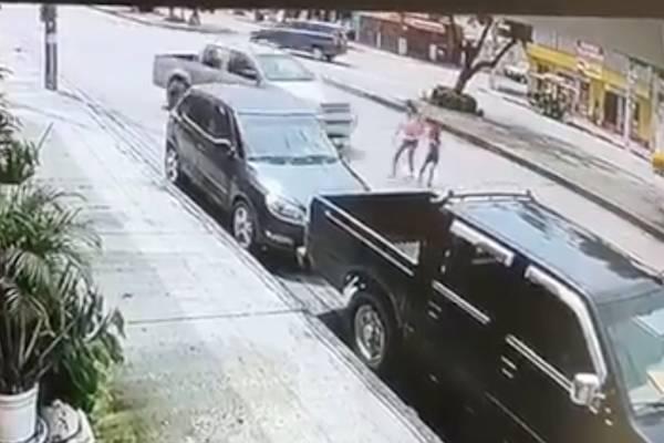 Guayaquil: ATM pide ayuda para encontrar a quien arrolló a mujer y niña