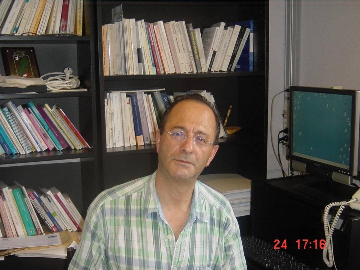 """Lahouari Addi, profesor de sociología y autor de """"Radical Arab Nationalism and Political Islam"""""""