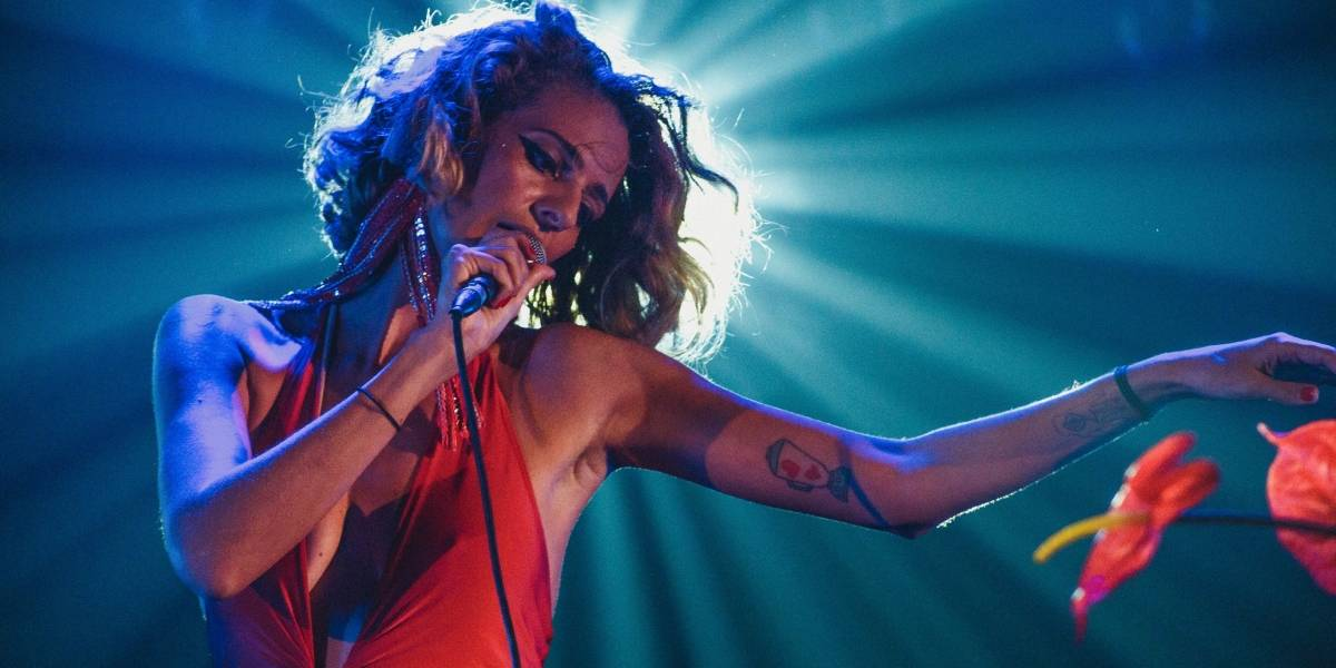 Lollapalooza: Letrux desponta no cenário indie nacional com performances energéticas – leia entrevista
