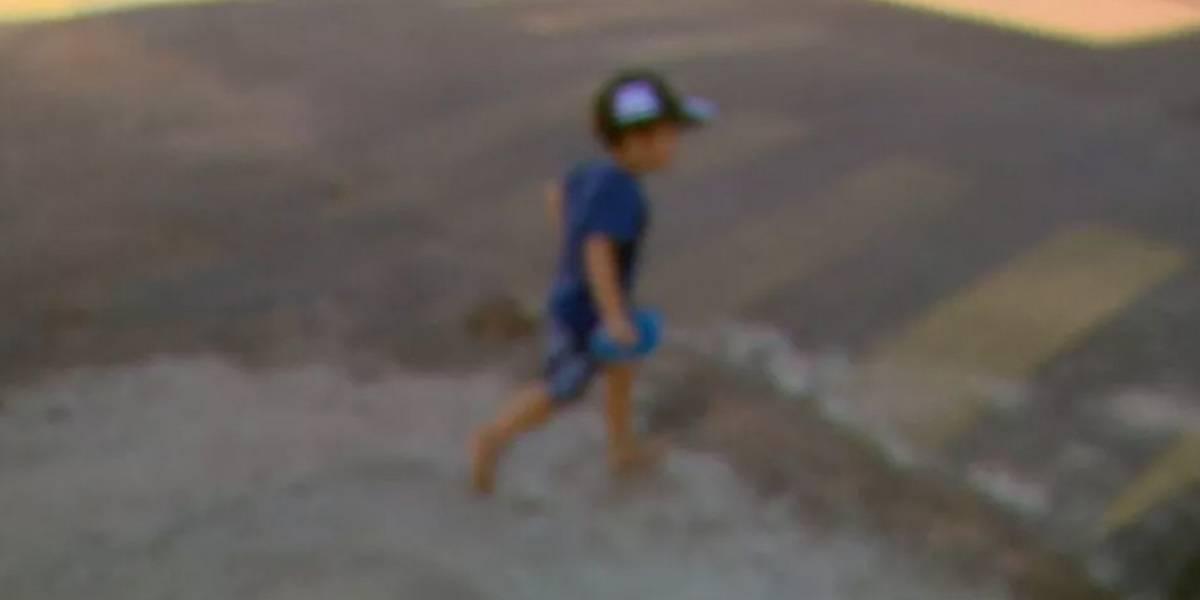 Criança de 2 anos sai da creche e anda 1 km até sua casa