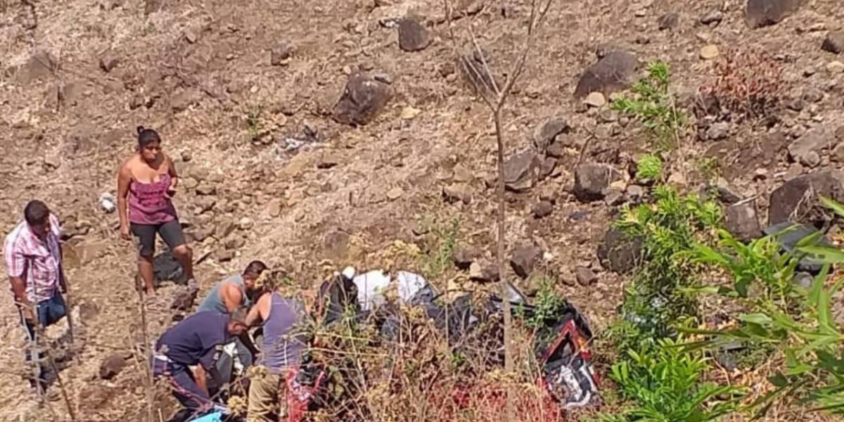 Jutiapa: Piloto de mototaxi muere tras precipitarse a un barranco