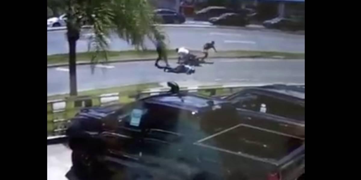 Motociclista arrolla a policía en Cayey