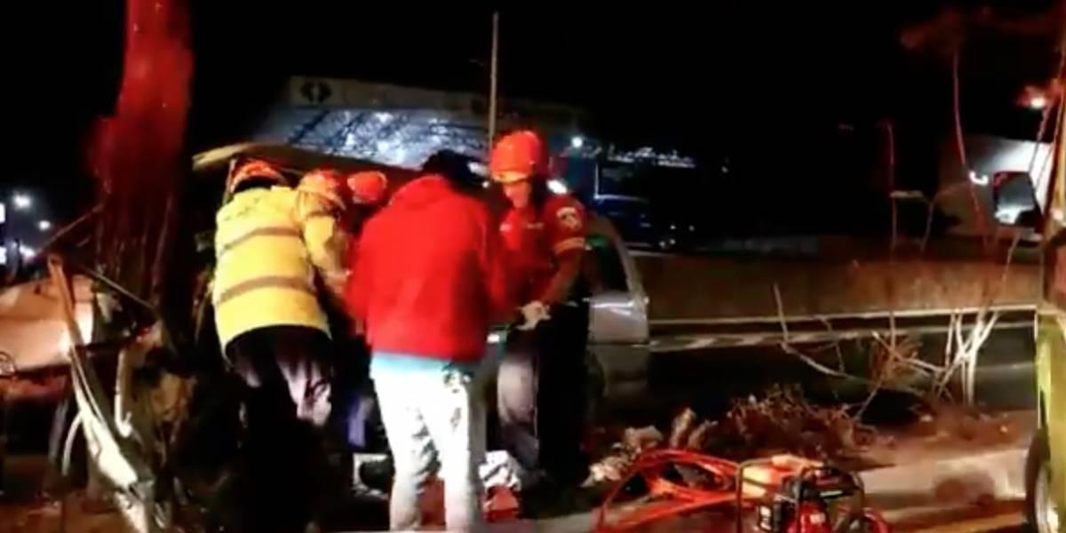 Rescatan con equipo especial a herido en accidente de tránsito en el Periférico