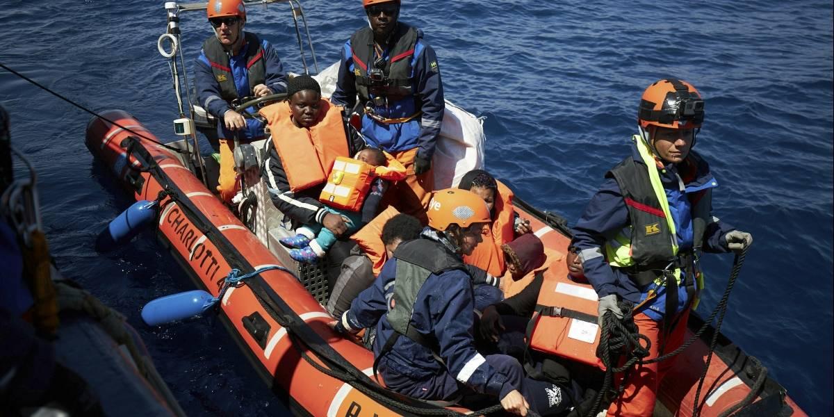 Italia y Malta niegan entrada a barco con 64 migrantes