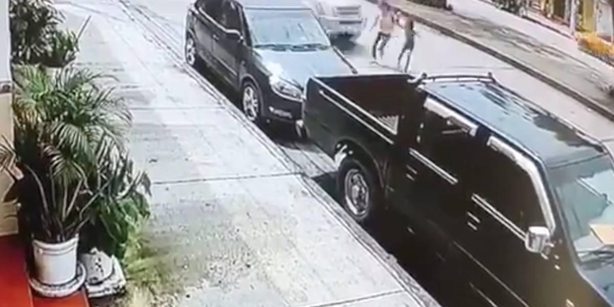 Revelan nuevo video: Víctimas de atropello en Guayaquil habrían sido ayudadas por el conductor