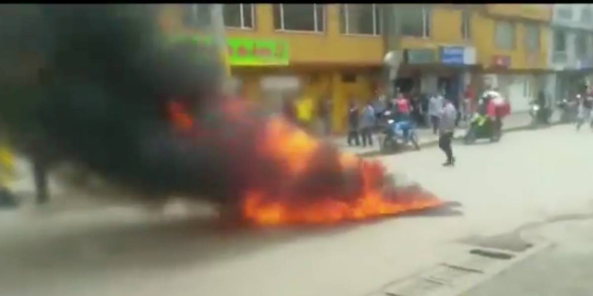 Comunidad en Kennedy por poco quema a presuntos ladrones tras robarse un celular