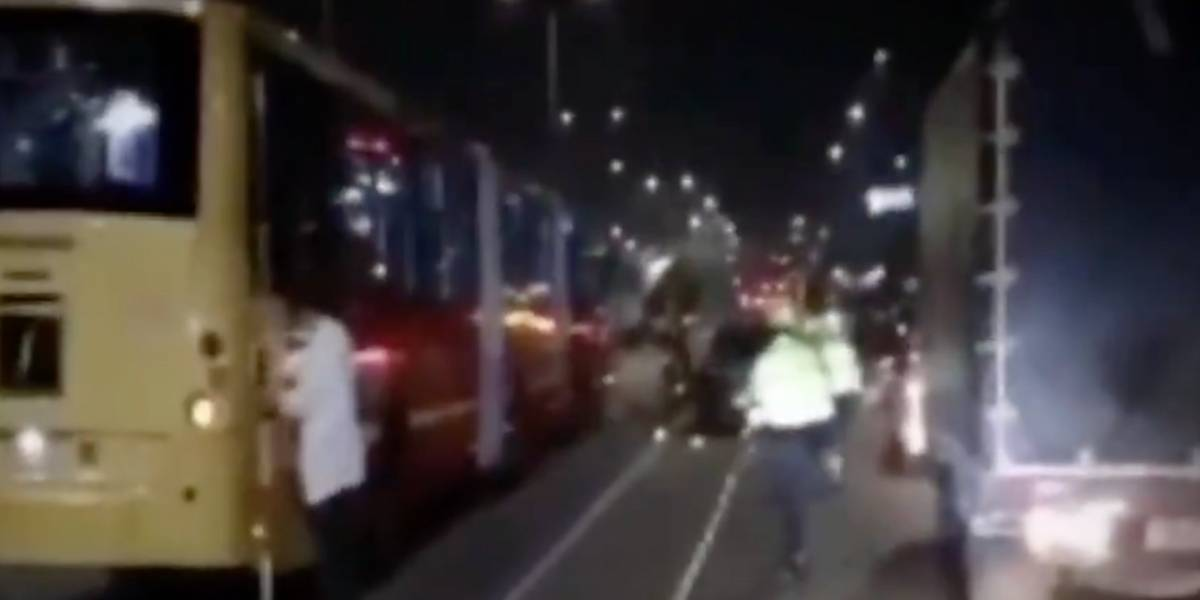 ¡Por intentar colarse! Menor de edad murió tras ser arrollado por un bus de Transmilenio