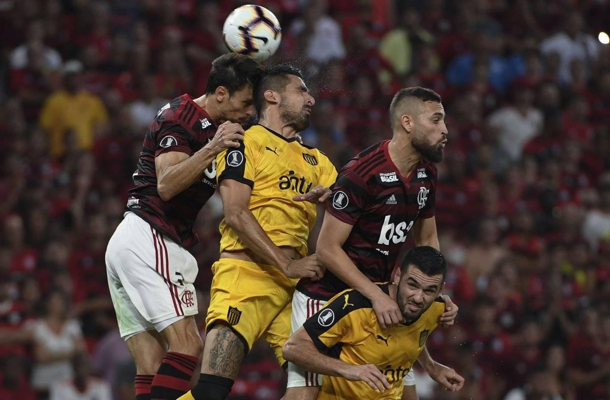 Hinchas de Peñarol y Flamengo