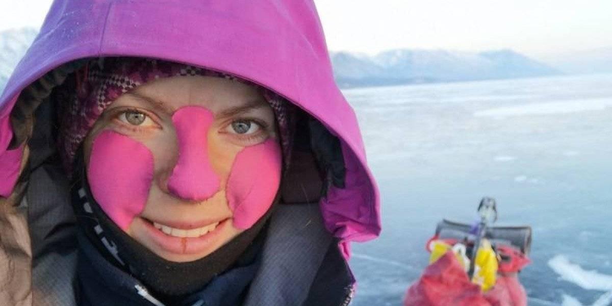 Conoce a mujer que cruzó el lago Baikal en Siberia