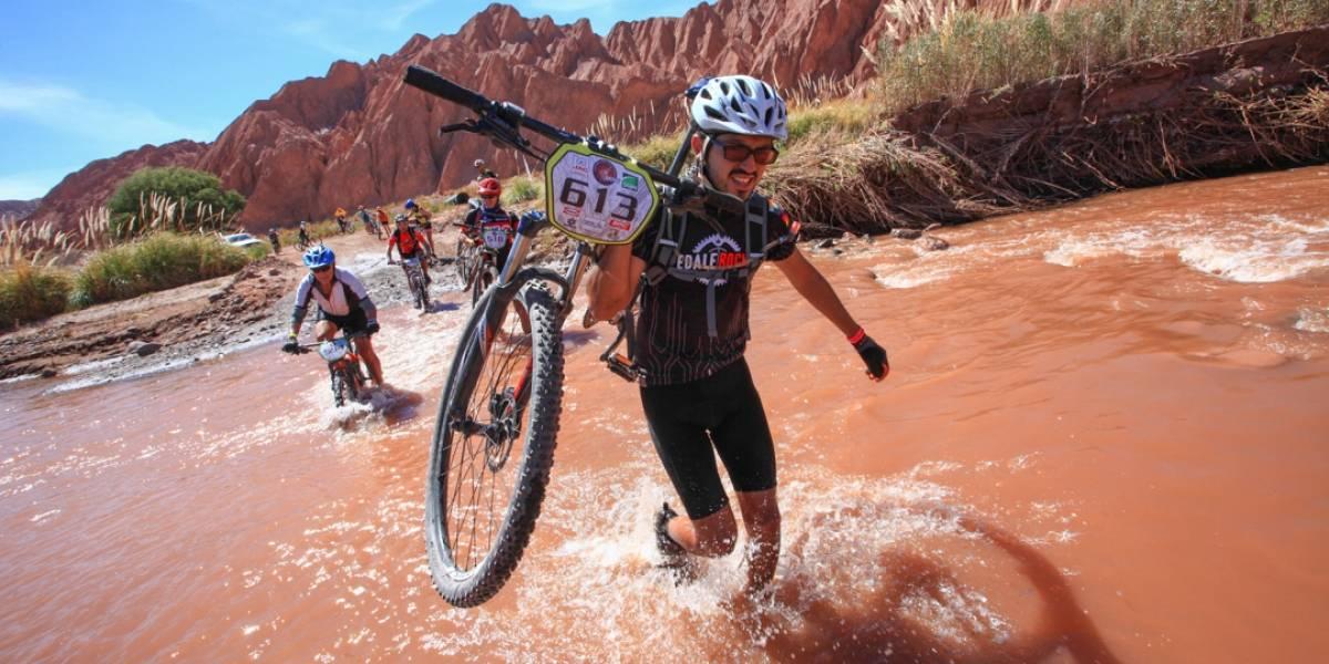 Un millar de ciclistas desafían el desierto en el Atacama Challenge