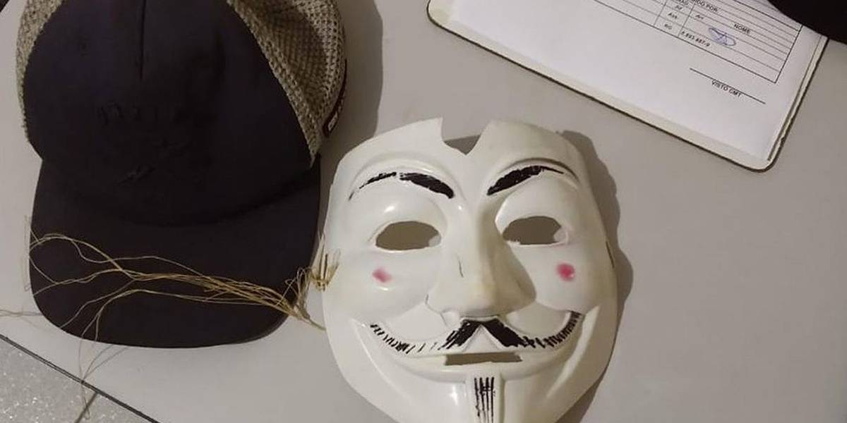 Três adolescentes mascarados e com machado invadem escola no interior do Paraná