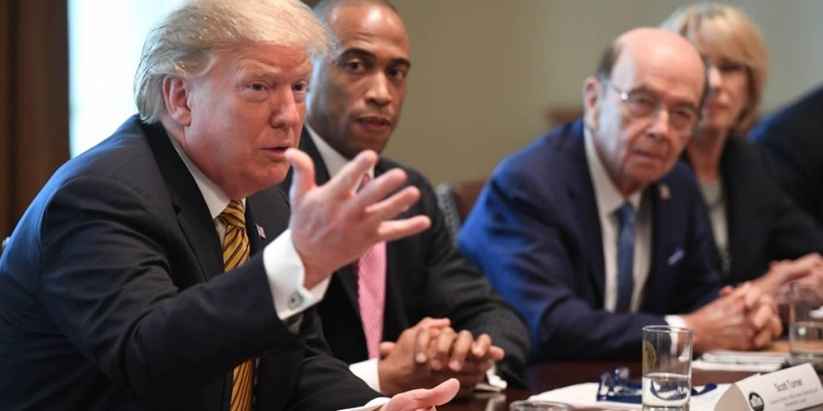 Trump amenaza a México con imponer aranceles a automóviles