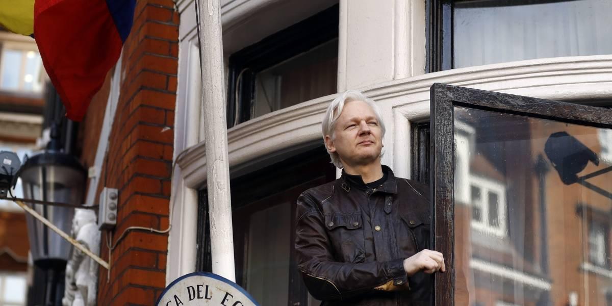Tras información de WikiLeaks: Ecuador niega que vaya a expulsar a Assange de su embajada