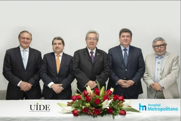 Hospital Metropolitano y Universidad Internacional firman convenio para posgrados