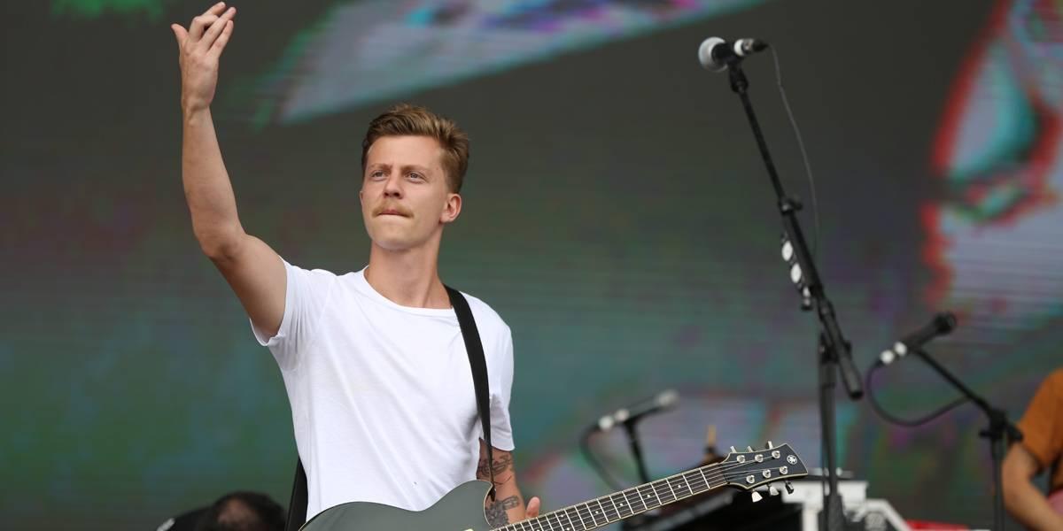 Lollapalooza: Com hits e ato político, Scalene embala primeiras horas do festival