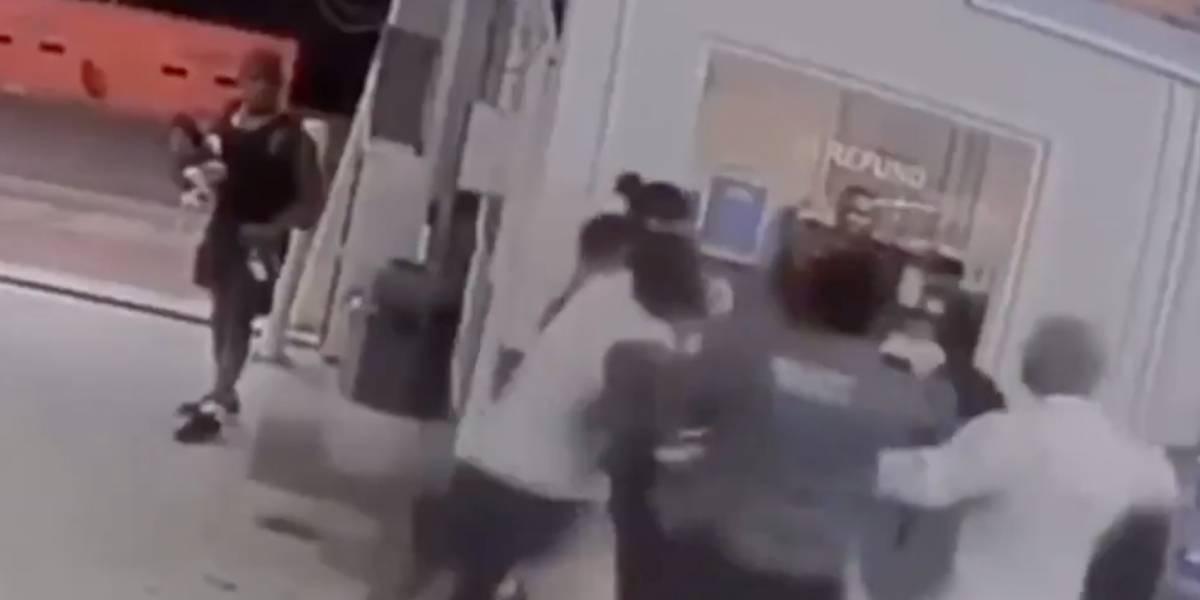 VIDEO: Boxeador olímpico golpea a una pareja en un estacionamiento