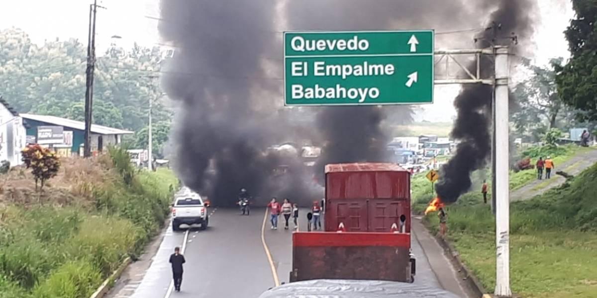 Cerrada la vía Buena Fe-Quevedo por manifestación; piden nuevas elecciones en Los Ríos