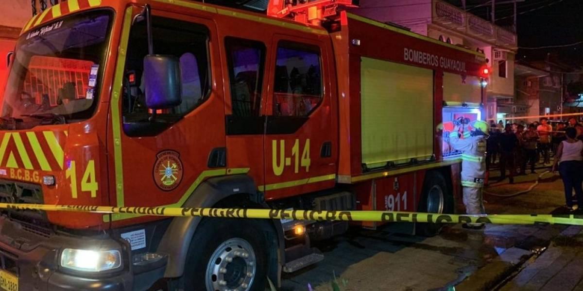 Un fallecido y tres heridos en incendio en Mapasingue, Guayaquil
