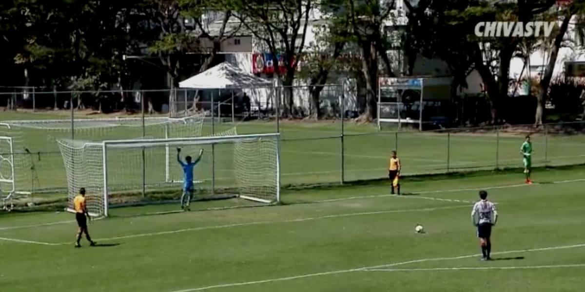 VIDEO: El insólito penal que marcó Diego Campillo con Chivas Sub 17