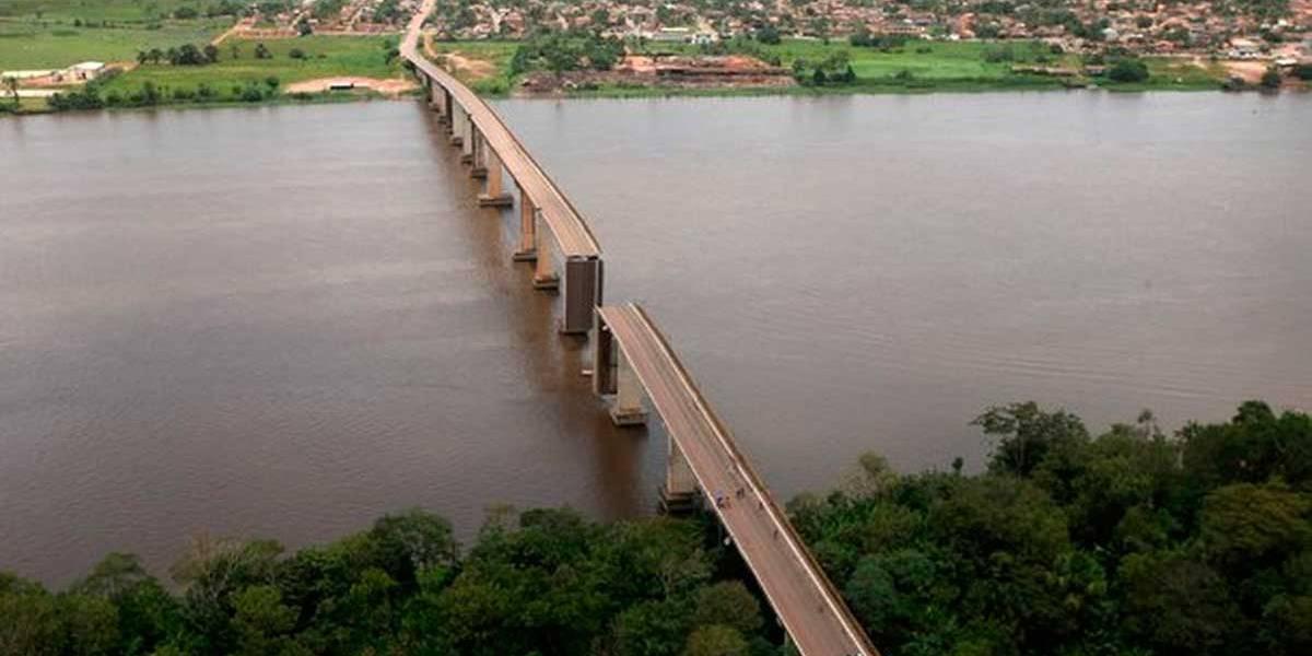 Bombeiros do Pará tentam encontrar vítimas de ponte que desabou