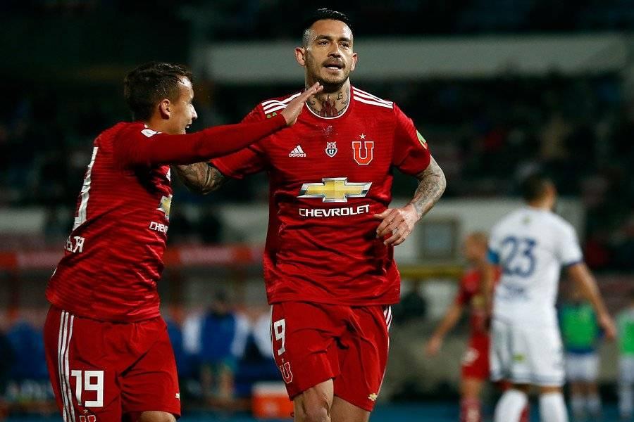 Mauricio Pinilla celebrando su gol ante Colchagua por la U. Era su última anotación / Foto: Photosport