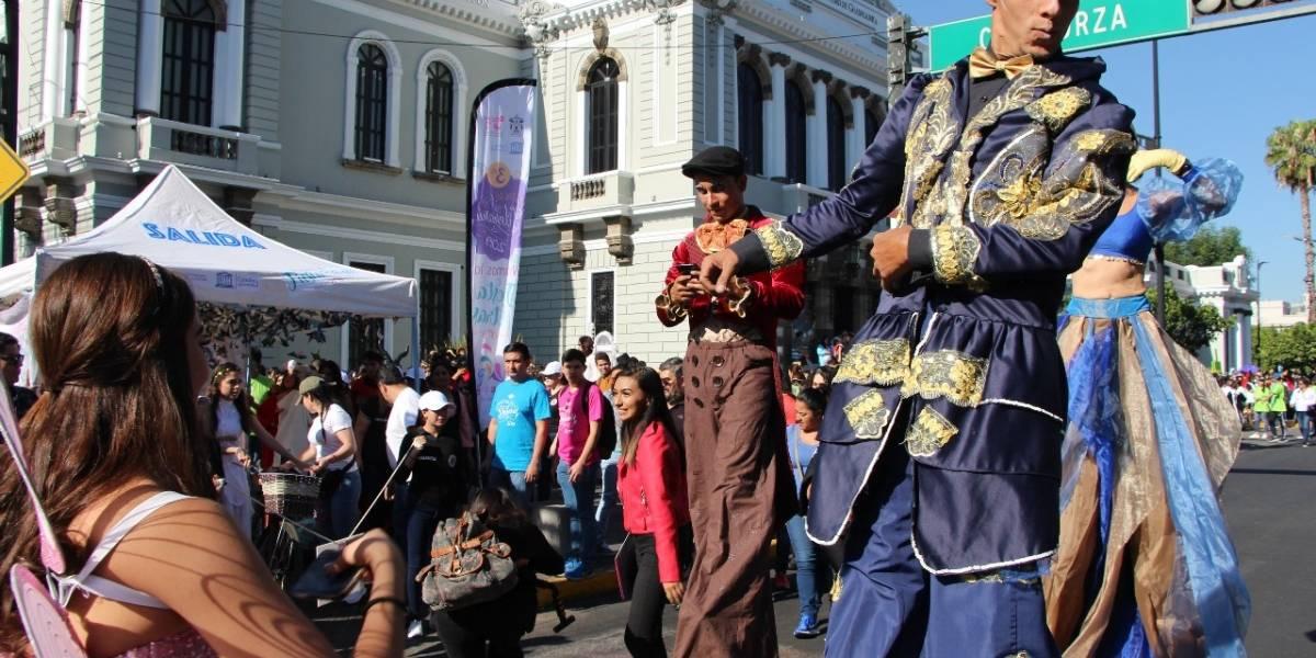 Los personajes de los libros desfilaron por las calles de Guadalajara