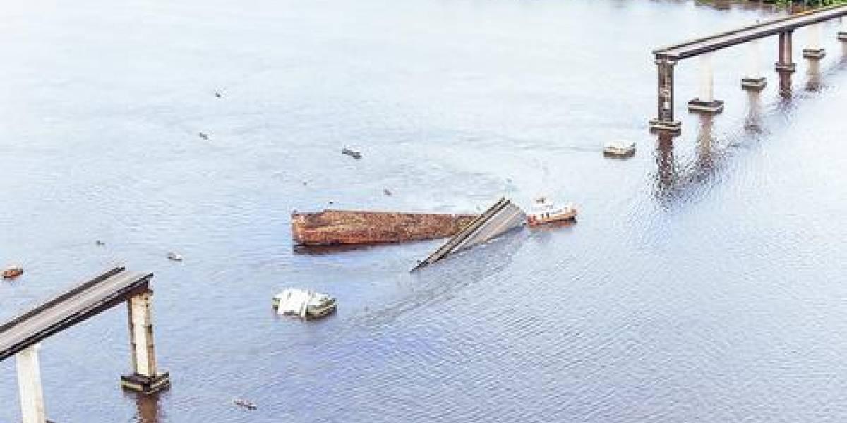 Buscan más víctimas tras choque de ferry con un puente en el Amazonas