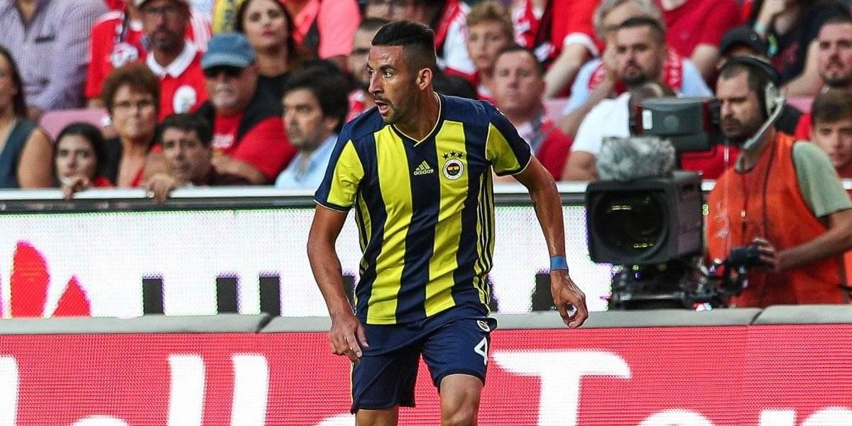 El Fenerbahçe de Isla iguala y sigue cerca de la zona roja en Turquía