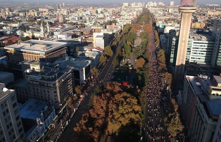 El Maratón de Santiago se tomó las principales calles de la capital / Foto: Photosport
