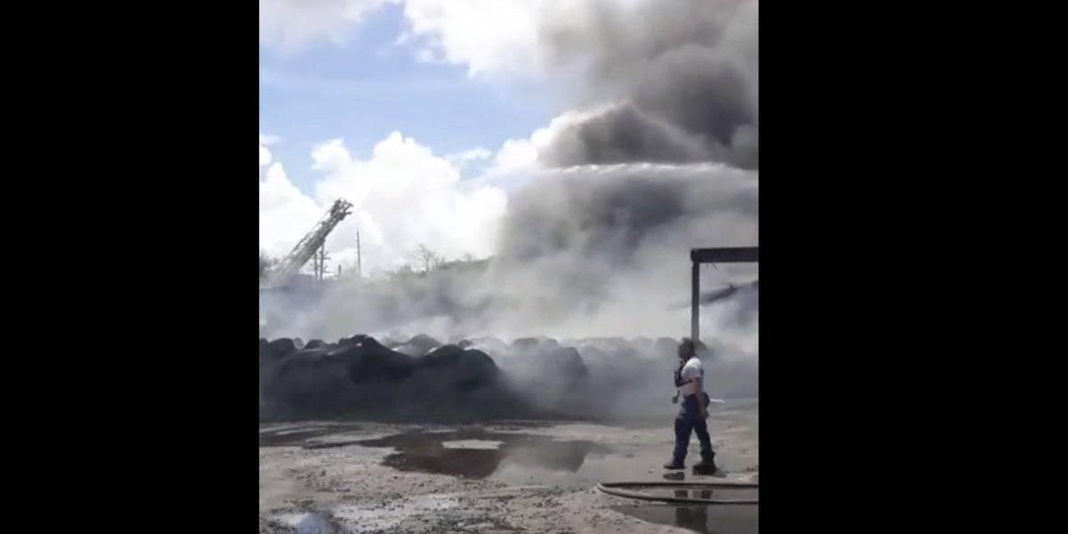 Bomberos logran contener fuego en recicladora Eco Green en Juncos